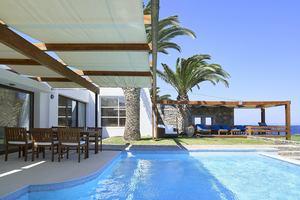 Club Pool Villa Seafront Aphrodite's House - 3 slaapkamers