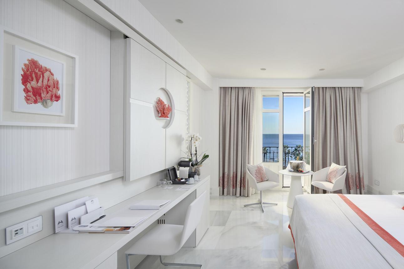Suite Deluxe zeezicht met balkon