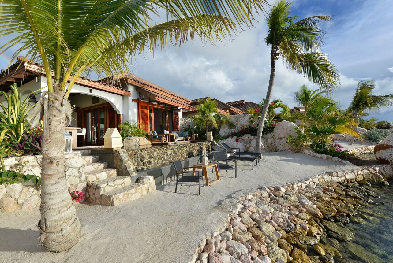 Superior Beach Front Pool Suite