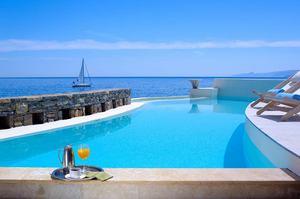 Club Studio Pool Suite Seafront
