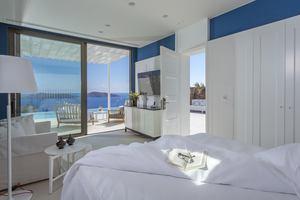 Superior Pool Suite Massage