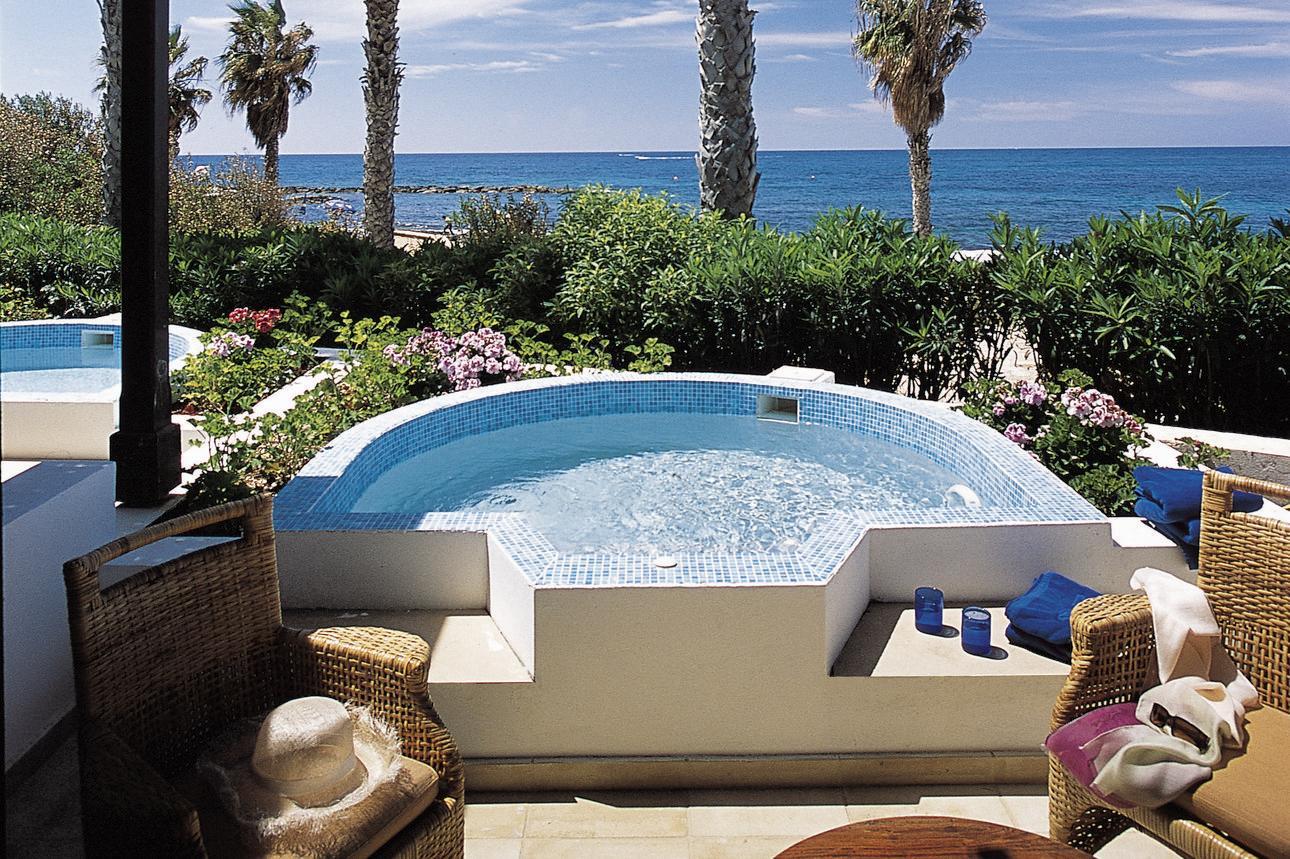 Garden Studio Whirlpool Suite