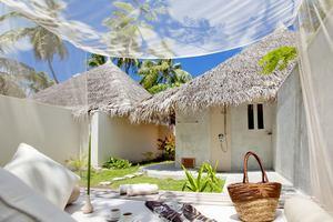 Deluxe Beach Villa Jacuzzi
