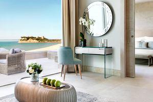 Deluxe Beachfront Suite met balkon
