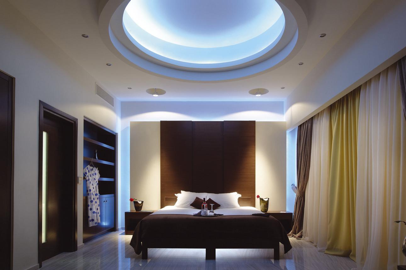Royal Superior Jacuzzi Suite
