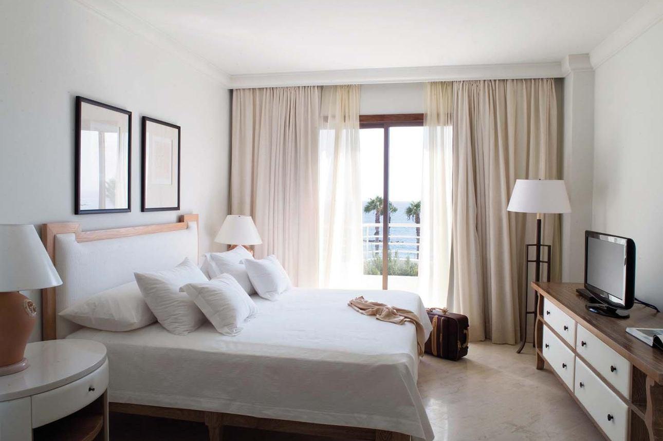 Alecos Penthouse Suite